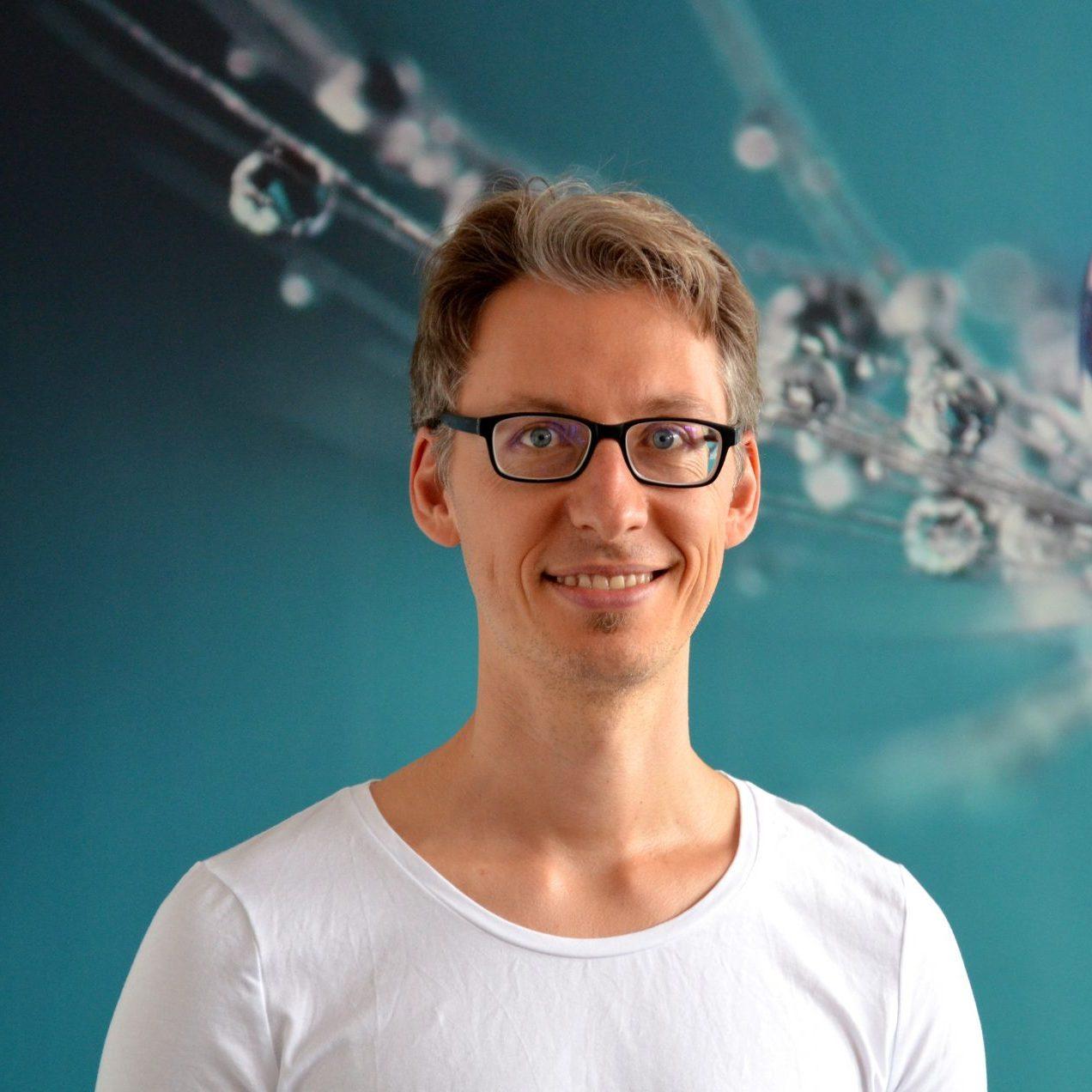 Yogalehrer Janis Leifeld von YOGA-MA – Deinem Yogastudio in Stuttgart und Umgebung