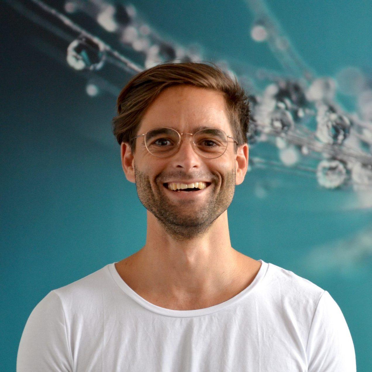 Yogalehrer Florian Doose von YOGA-MA – Deinem Yogastudio in Stuttgart und Umgebung